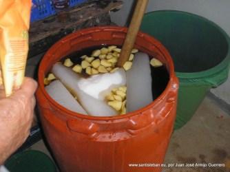 Preparando la cuerva en el molino