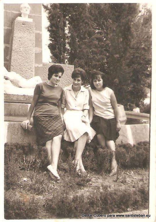 Fe Cubero con su hermana y su amiga Carmen