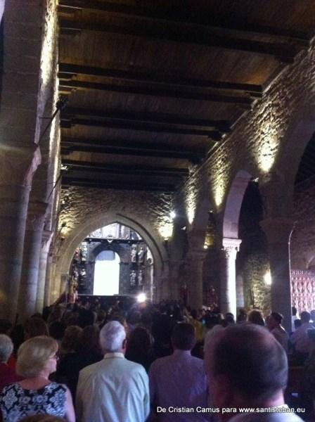 Subida del Cuadro a Santa María antes de la procesión