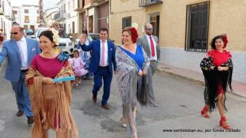 Mayordomía dirigiéndose al festejo taurino (jueves)