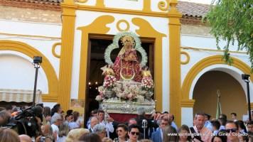 Salida de la Virgen del Collado en procesión hacia su templo de Santa María