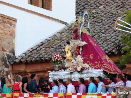 La Virgen del Collado entrando al templo
