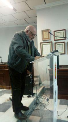 Juan José Armijo presentando el libro