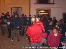 Vecinos en la lumbre de San Sebastián