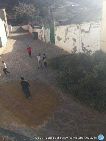 Niños jugando con el ramón
