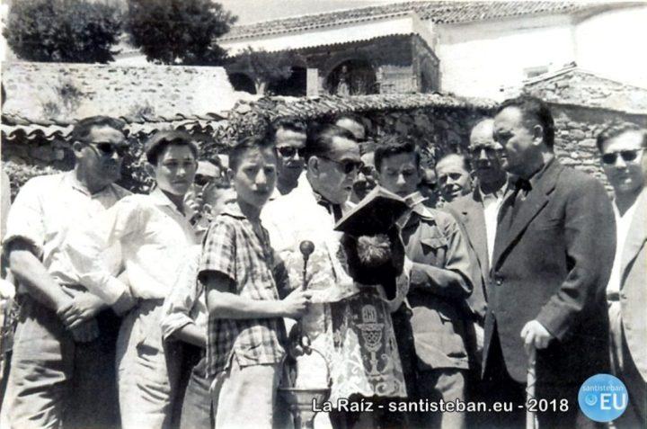 Colocación de la primera piedra de las Viviendas Sociales de Santa María. Julio 1960.