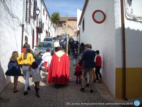 Domingo de Ramos - Subida del sacerdote y monaguillos a la Bendición de las Palmas