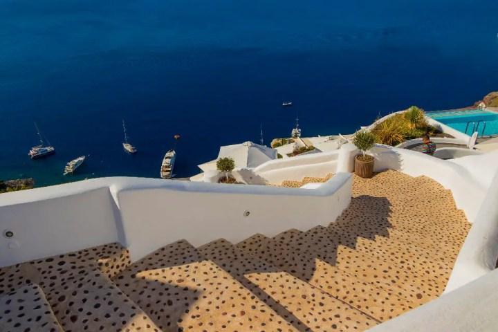 Santorin escalier vers la mer
