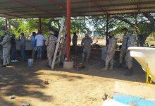 Photo of Como si se tratara de una guerra entre dos países Armada Dominicana militarizada un taller que se dedica a reparaciones de  embarcaciones marítimas  en Montecristi