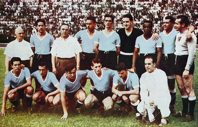 Seleção do Uruguai em partida da Copa de 1950 (Fonte: SPFC.NET)