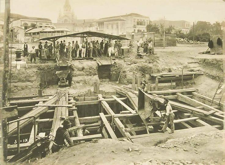 Construção das fundações do Viaduto Santa Ifigênia em 1910