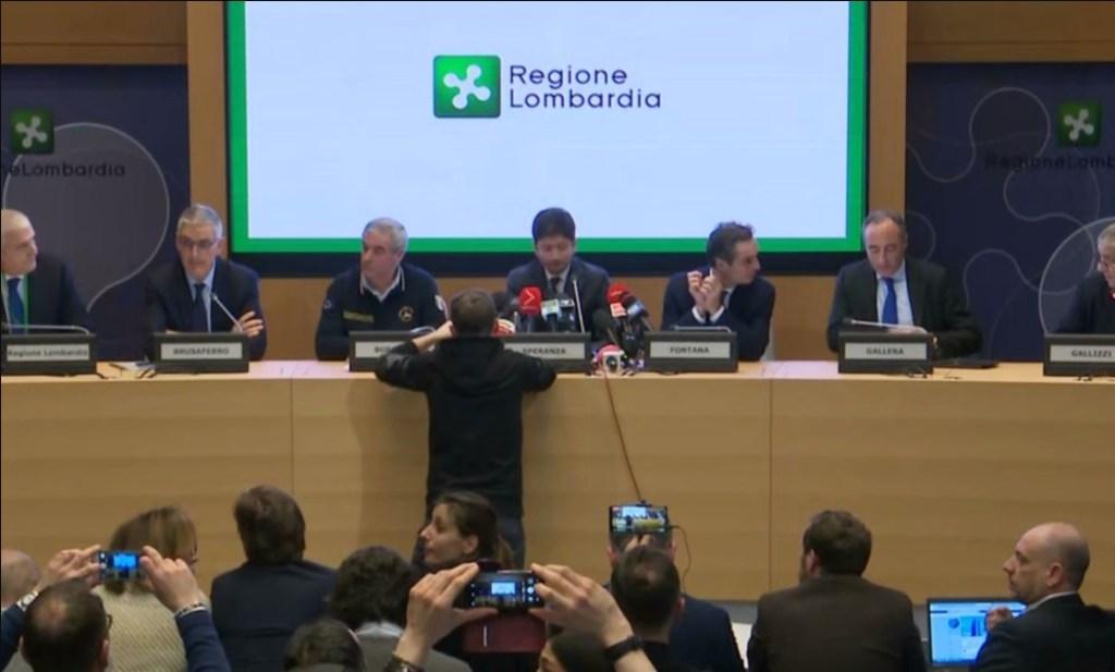 Una conferenza stampa in Regione Lombardia durante l'emergenza Covid-19