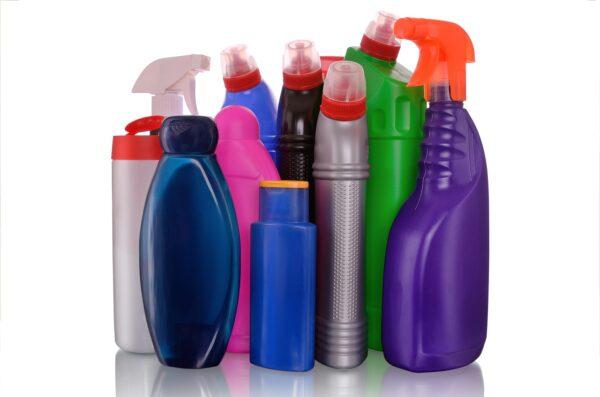 Imballaggi in plastica usati per detersivi e detergenti