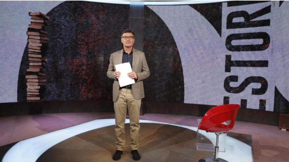 Giorgio Zanchini negli studio di Quante storie in onda su Rai 3