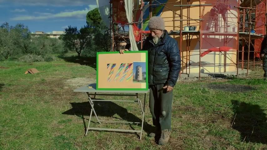 Paolo Raimundo, fondatore del Cobragor, mostra il progetto di rigenerazione del silo