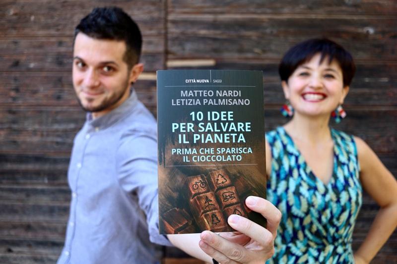 Matteo Nardi e Letizia Palmisano, attivisti e comunicatori ambientali, con il loro volume