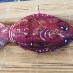 Il simpatico Pescefancù, amuleto a forma di pesce creato dall'artista Paola Dardo