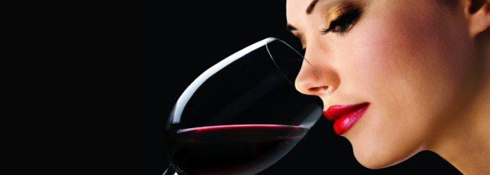 Degustando vinho
