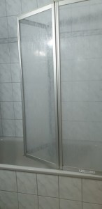 Dusche mit Trennwand