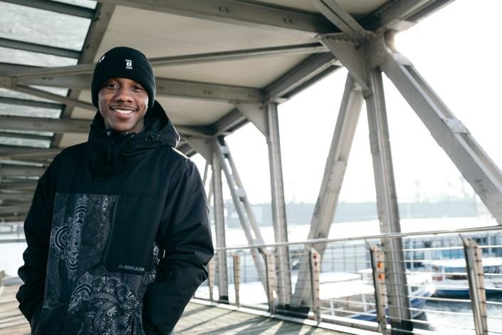 Rapper Hamburg Portraitfoto outdoor Sternschanze Männerportrait Winter