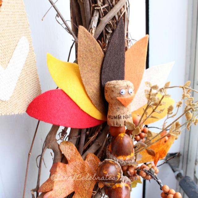 Thanksgiving Turkeys-Turkey in wreath #30minutecrafts | Sarah Celebrates