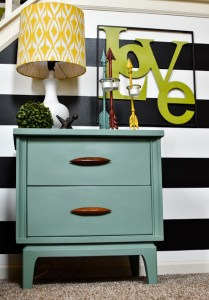 Chalk paint retro table makeover | A #2usestuesday Sarah's Special