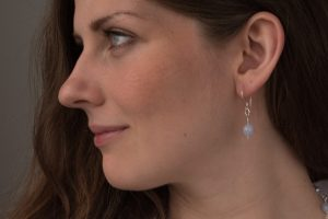 website_pearl_bluelace__model_earring3-1333