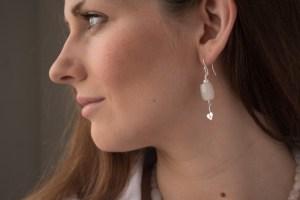 website_silver_heart_crackleagate_model_earring-0880