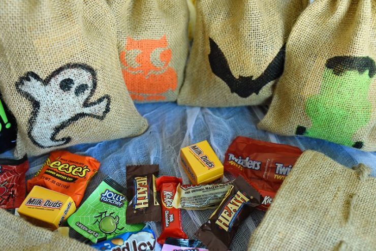 DIY-Halloween-Treat-Bags