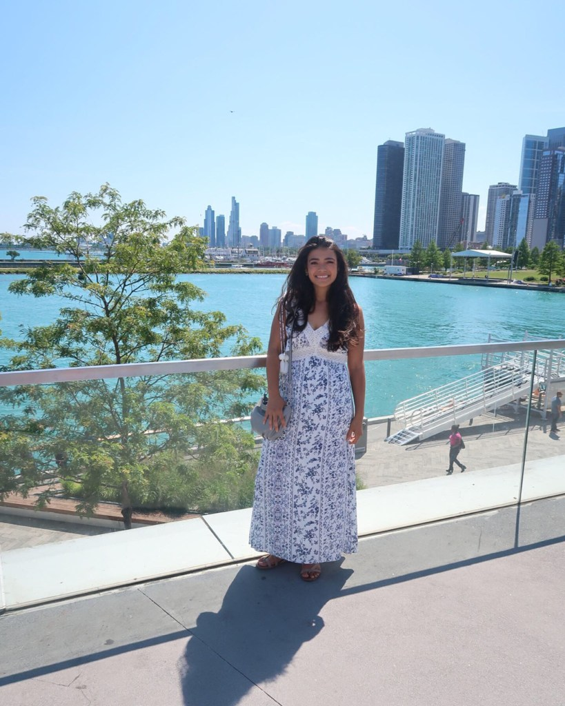girl in front of Chicago skyline and Lake Michigan