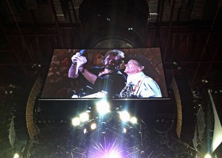 Ronnie and George on-stage selfie
