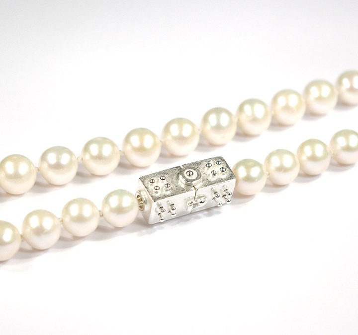 Dot's Everyday White Pearl Necklace