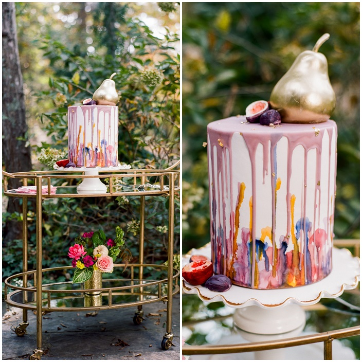 This Wedding Has An Effortless Look Mixing Metallic Colors From The Vintage Cake Server And Gold Bar Cart To Modern Foil Pink Napkins