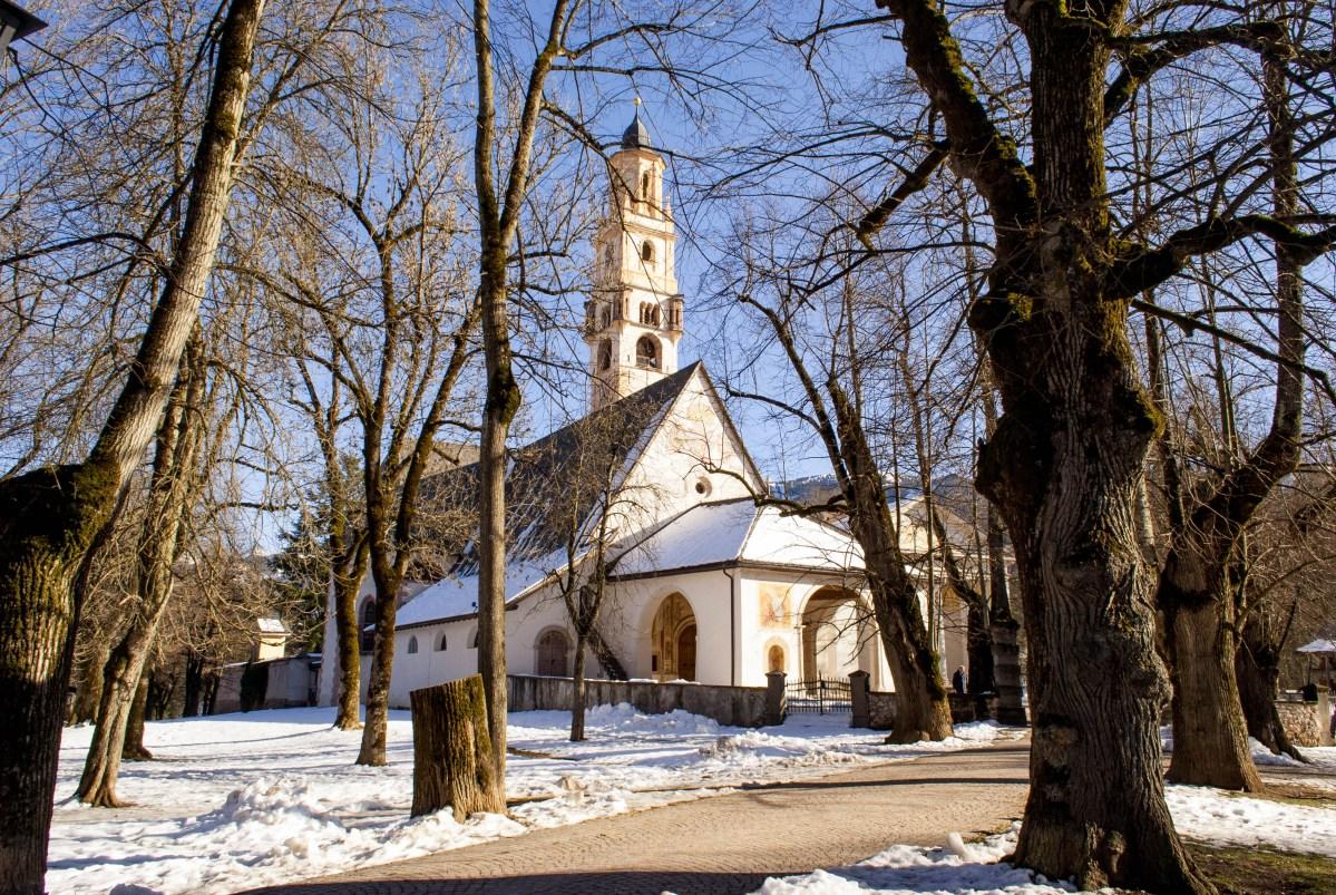 Cavalese: il Santuario della Madonna Addolorata e il Parco della Pieve