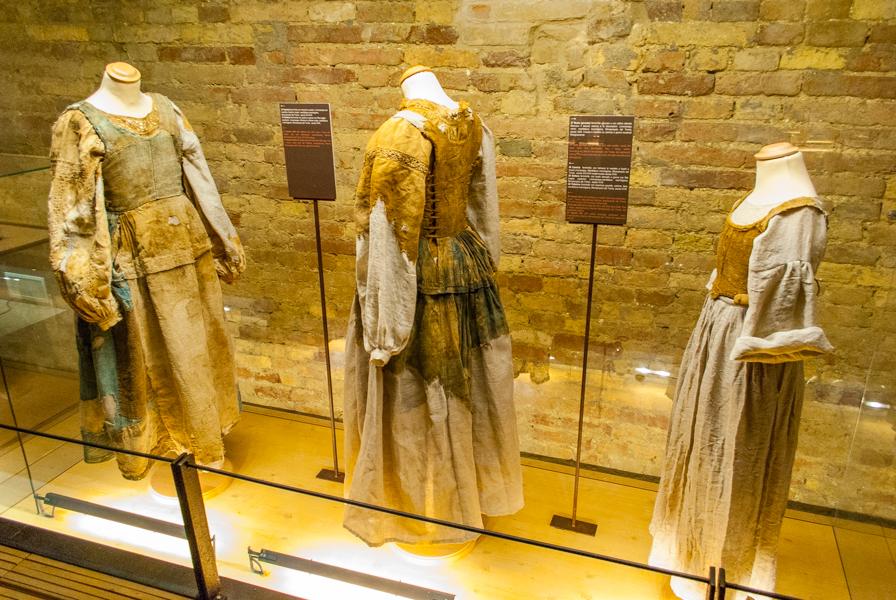 museo-della-cripta-abiti-popolani-monsampolo-del-tronto