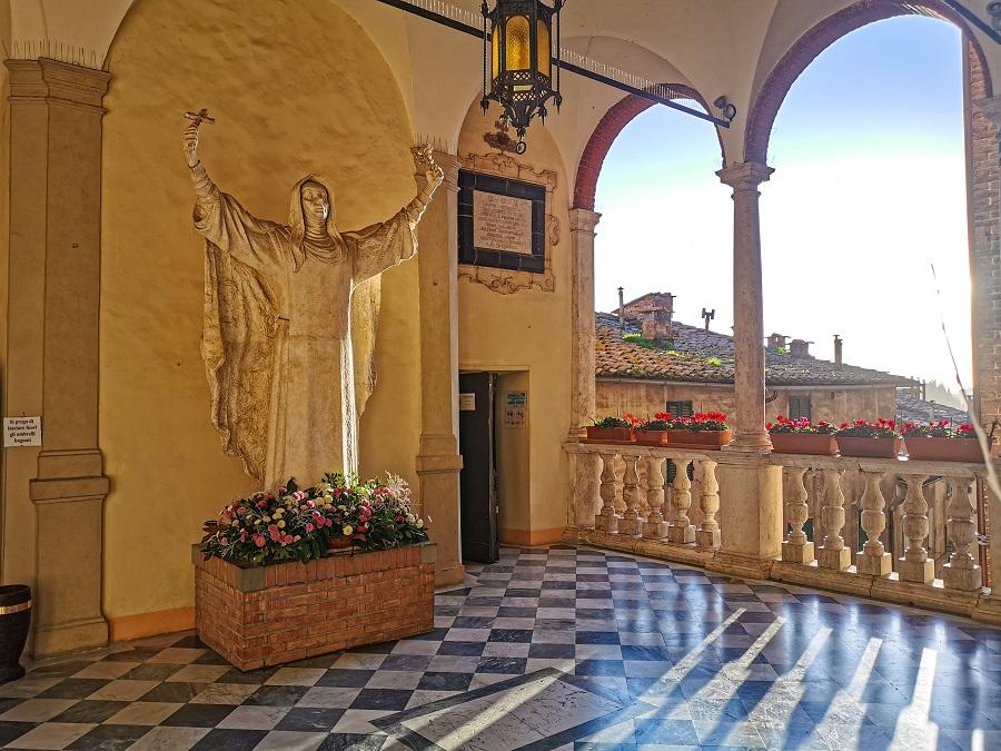 santuario-santa-caterina-da-siena-statua