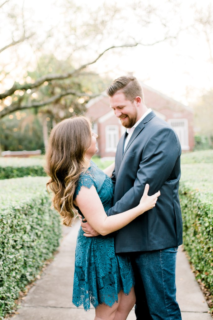 What to Wear in Your Engagement Photos
