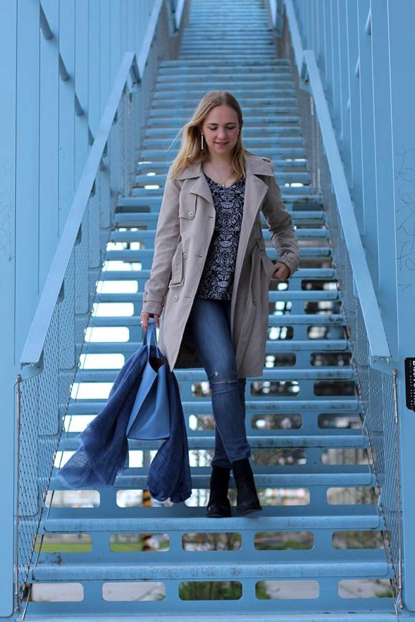 british outfit ootd dutch fashion blogger sarandaadriana trenchcoat chelsea boots furla DL1961 Boohoo14