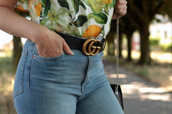 Floral blouse gucci belt OOTD outfit momjeans SarandaAdriana
