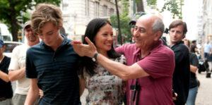 Toby Regbo: scena e podcast. Toby Regbo con terapeuta e regista Roberto Faenza (durante le riprese)