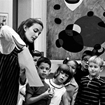 A class held in front of a Joan Miró painting at the Cincinnati Art Museum, 1968. Photo: David Hurn