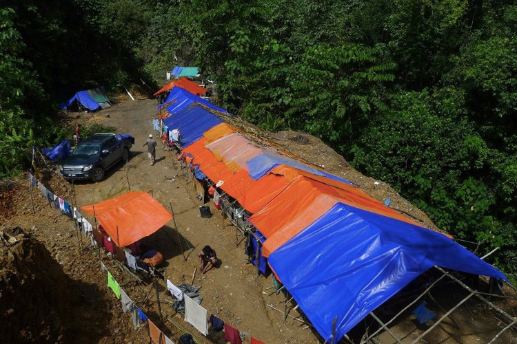 Baram blockade site... 300 days and rising, they have resisted the illegal construction plans of Sarawak Energy