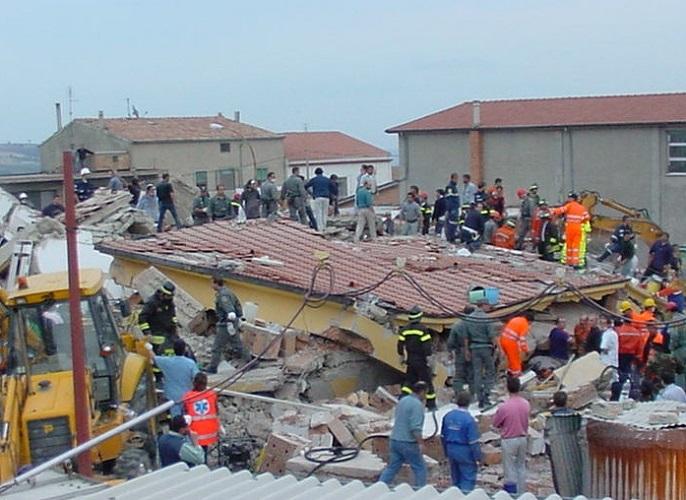 31.10.2002, crolla la scuola di San Giuliano. (Di Luca Ronchi)