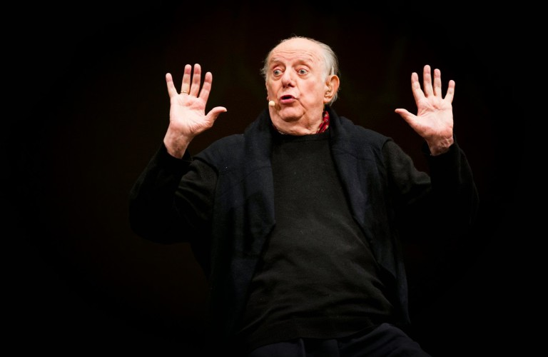 Caro Maestro. Lettera a Dario Fo (di Cosimo Filigheddu)