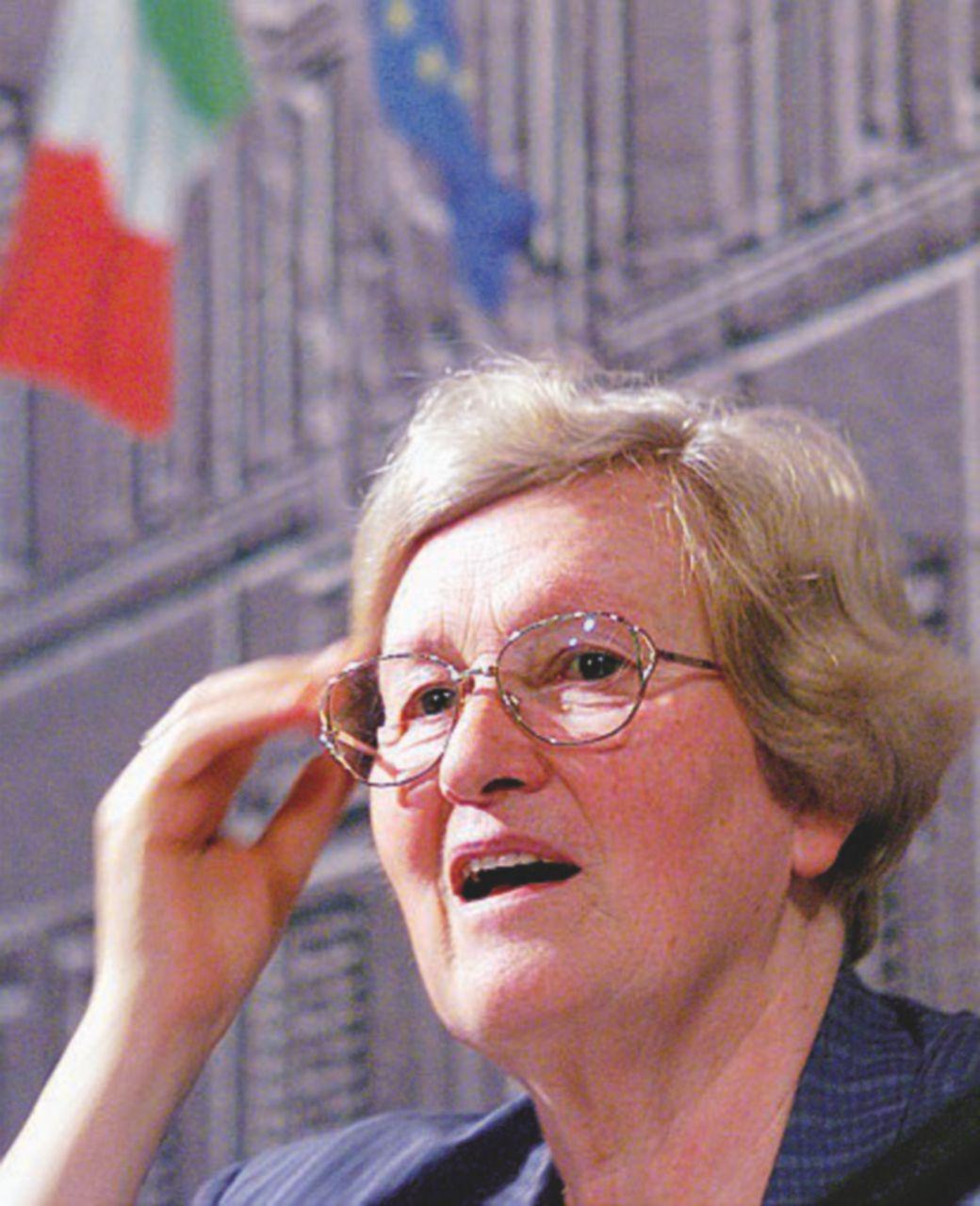 Tina Anselmi, o bella ciao!  (di Giampaolo Cassitta)