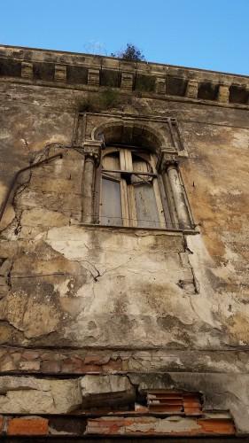 Uno spettro alla finestra (di Cosimo Filigheddu)