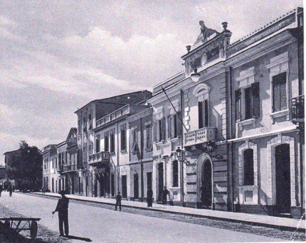 Cornacchia news: La firma  (di Alba Rosa Galleri)