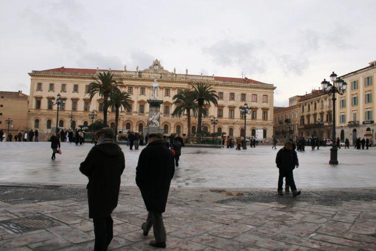 Ma in piazza d'Italia dove sorge il sole? (di Cosimo Filigheddu)