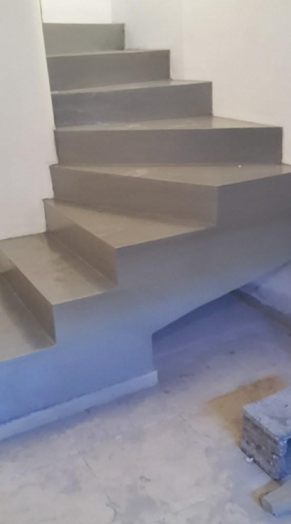 Scala in resina color antracite realizzato a Terralba