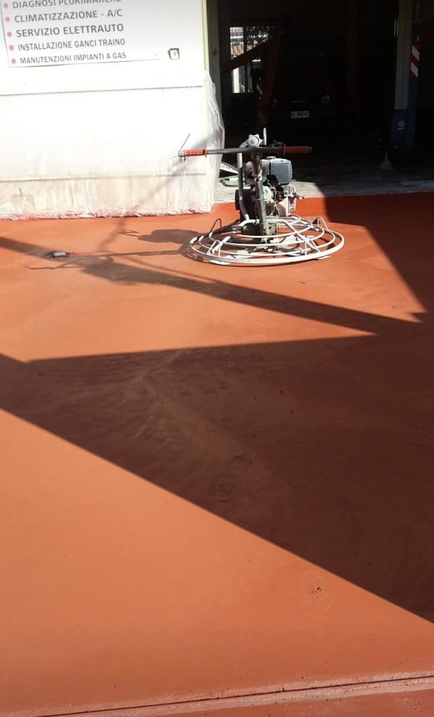 Pavimento industriale con ossidi rosso presso officina meccanica a cabras